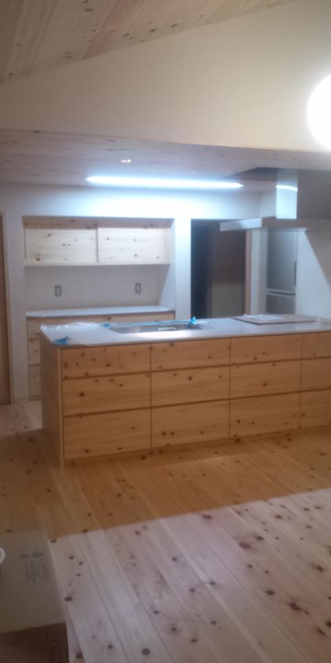 キッチン&背面収納(材料:ヒノキ)