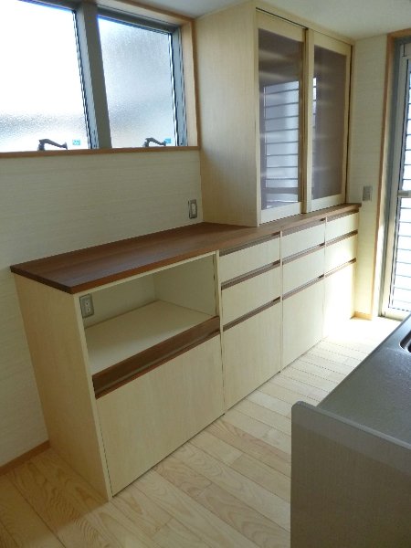 食器戸棚(材料:無垢チーク、シナ合板)